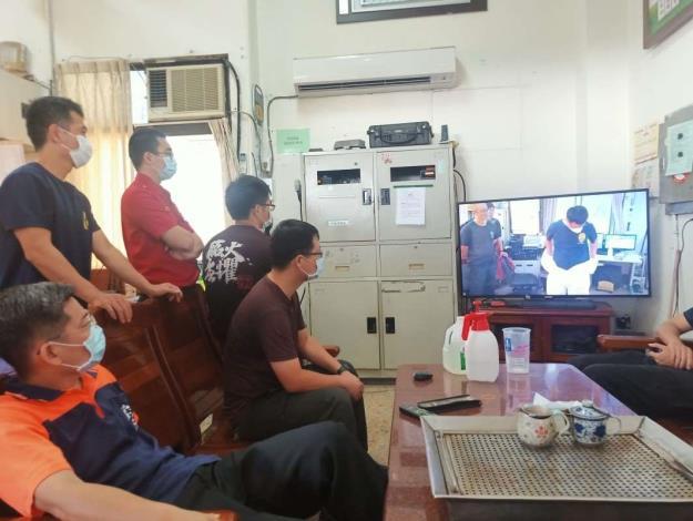雲林縣消防局第二大隊虎尾分隊辦理防護衣穿脫與救護車清潔消毒教育訓練-人員著裝