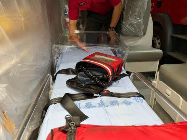 雲林縣消防局第一大隊斗六分隊進行TAIWAN BOX-便攜式插管防疫箱訓練-訓練過程
