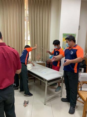 雲林縣消防局第一大隊斗六分隊進行TAIWAN BOX-便攜式插管防疫箱訓練