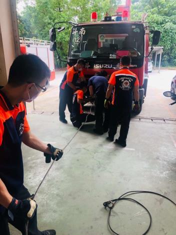 雲林縣消防局第一大隊斗南分隊辦理車載絞盤保養操作訓練