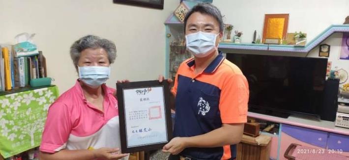 王麗美女士善心捐贈住宅用火災警報器