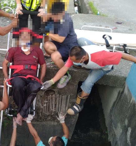 雲林縣消防局第二大隊二崙分隊執行車禍救助案件-搶救過程