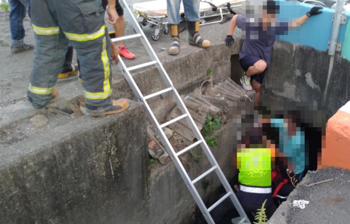 雲林縣消防局第二大隊二崙分隊執行車禍救助案件