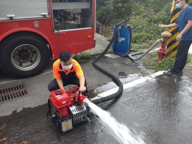 雲林縣消防局第三大隊台西分隊辦理移動式幫浦及消防車河川吸水訓練