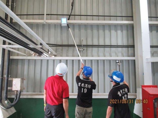 雲林縣消防局第三大隊北五分隊至台塑麥寮鹼廠加強消防安全檢查-檢查過程