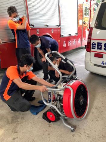 雲林縣消防局第三大隊台西分隊辦理正壓式水霧排煙機操作訓練